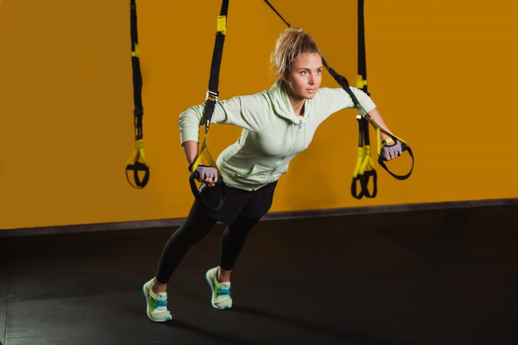Exercises for the muscles back and hands trx